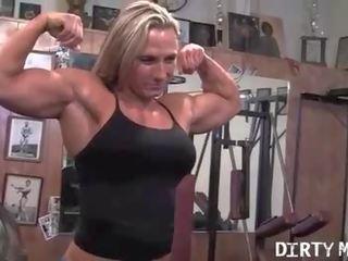 Nackte Pumas mit Muskeln